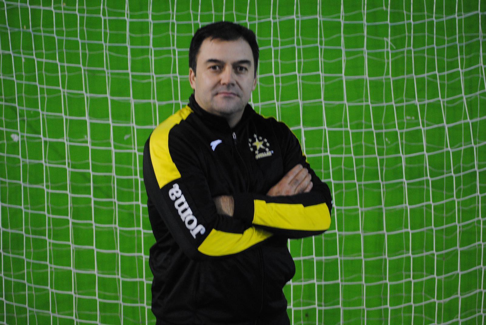 Moncho Vázquez entrenador del Stellae – StPetroni FS,  analiza el Play Off ante el O Parrulo FS