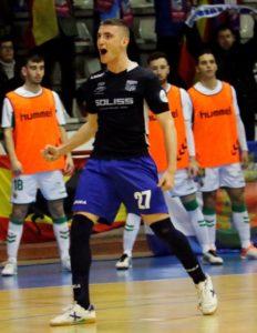 Manu Cebrián el pivot revelacion del Soliss FS Talavera renueva su contrato
