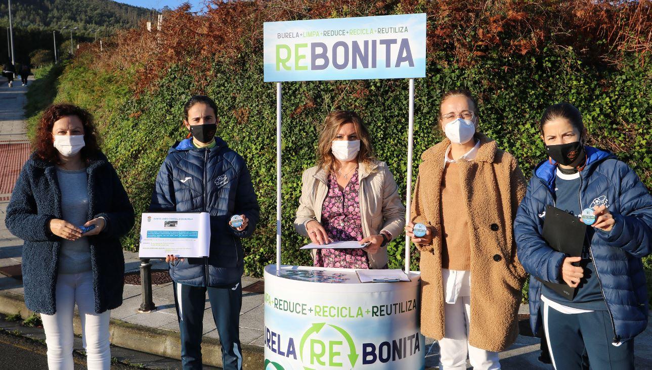 Jugadoras del Burela P. Rubén participan en la campaña municipal ¨Burela Re -Bonita ¨