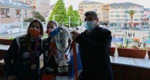 Las campeonas de la Copa de S.M La Reina fueron recibidas por el alcalde de Burela Alfredo Llano