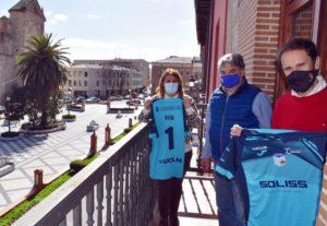 La alcaldesa de Talavera Tita García mantuvo una reunión con el Soliss FS Talavera