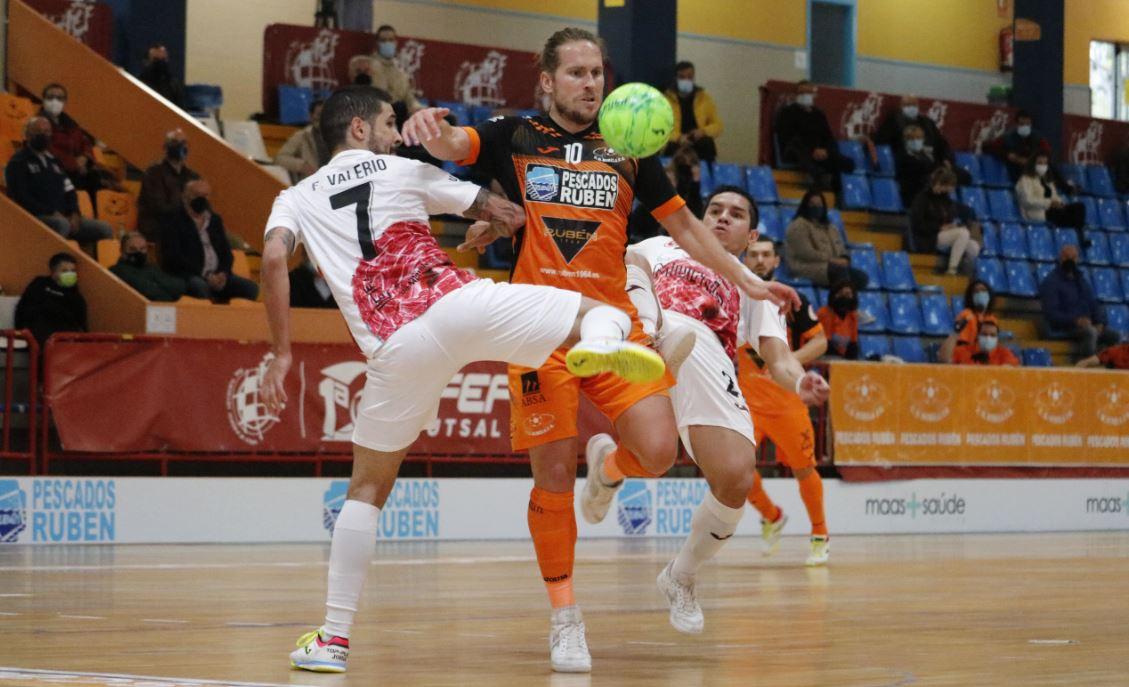 Burela Pescados Rubén consigue un punto ante  ElPozo en un equilibrado encuentro  ( 6 – 6 )