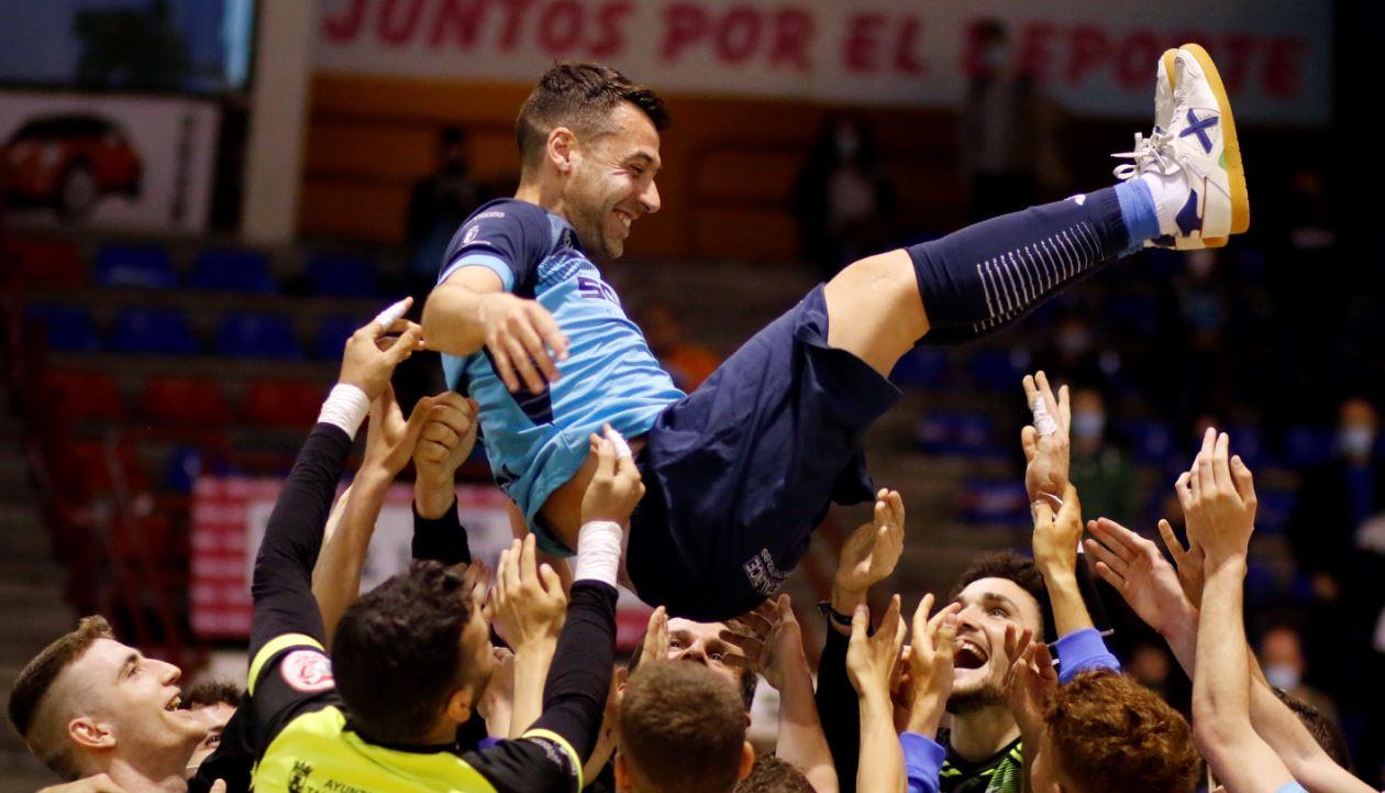 El Soliss FS Talavera rinde un último homenaje a Sergio en el día de su retirada