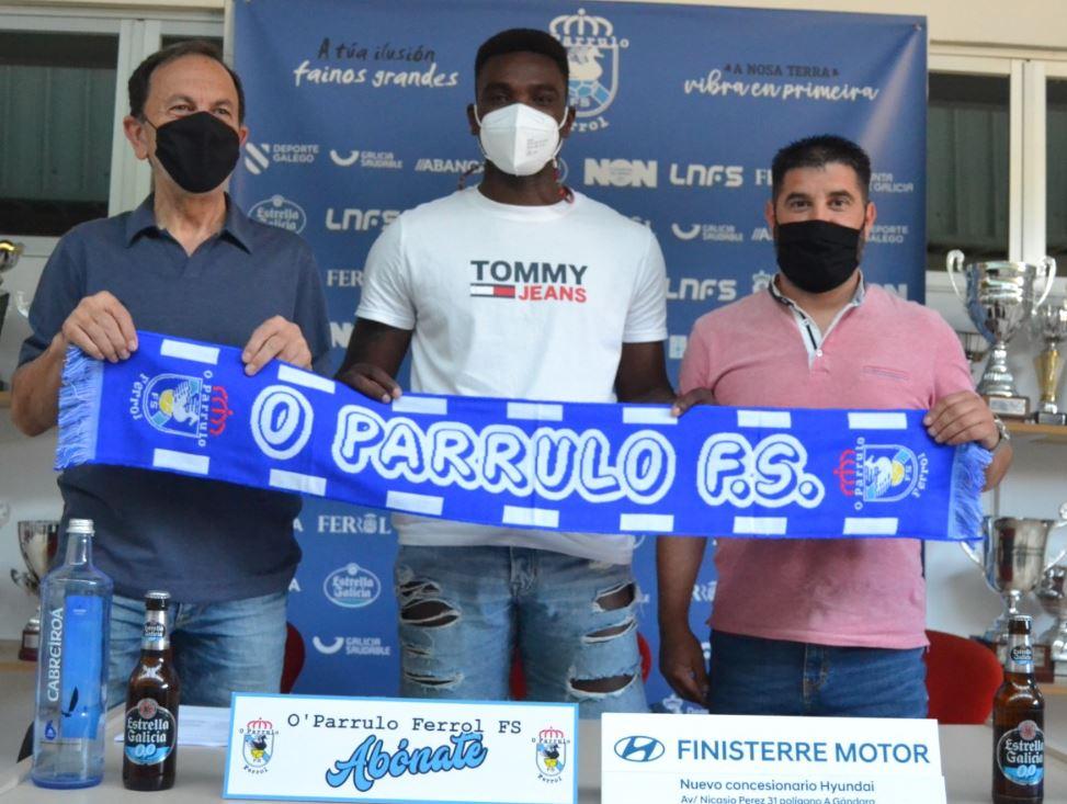 Hélder una pieza mas en el puzle de O Parrulo Ferrol para la próxima temporada