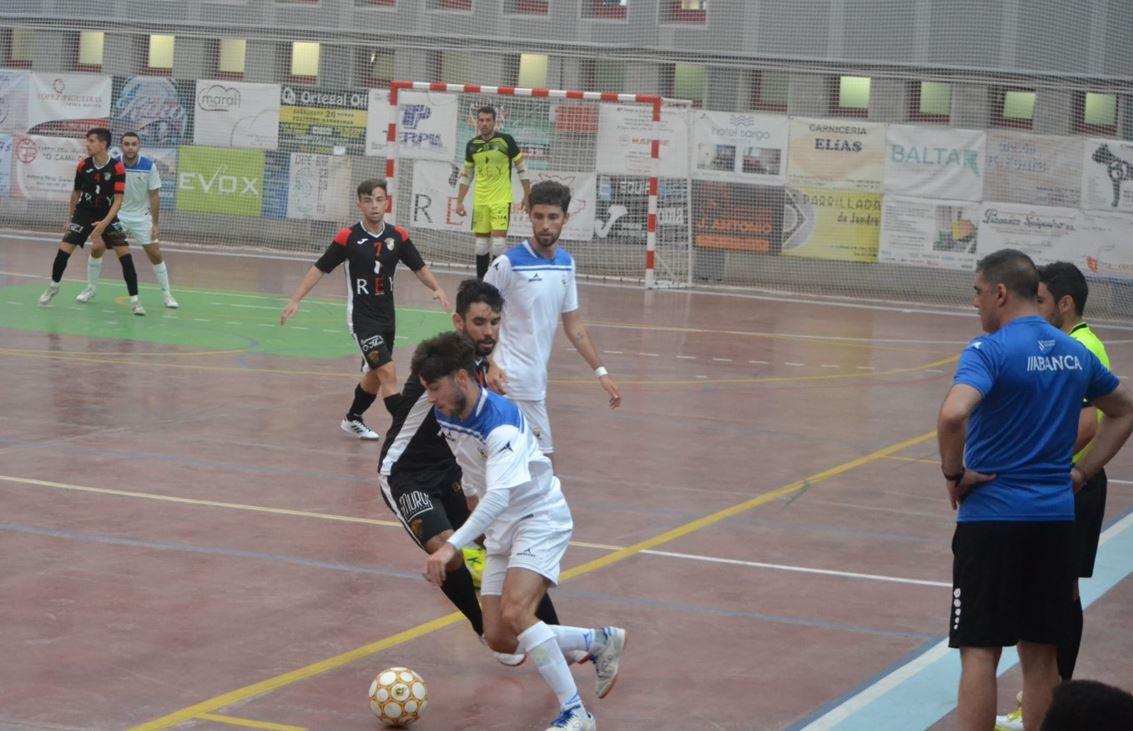 O Parrulo Ferrol tuvo su primer test en Xove , donde careció de gol  (  4 – 2 )