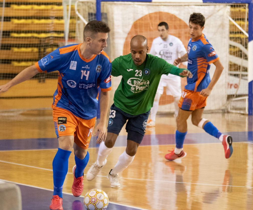 El Sala Ourense vence al Ribeira Fútbol Sala  en el último minuto